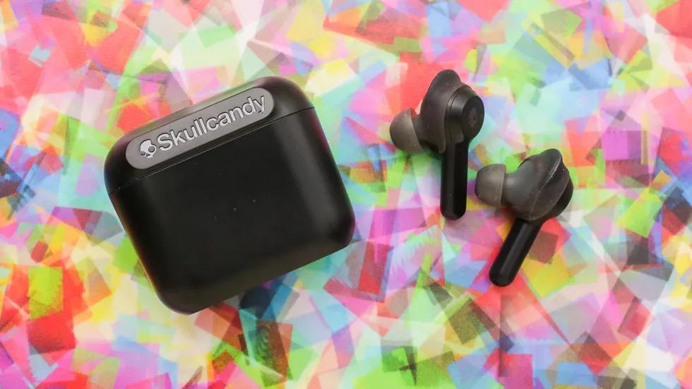 Black skullcandy wireless earbuds